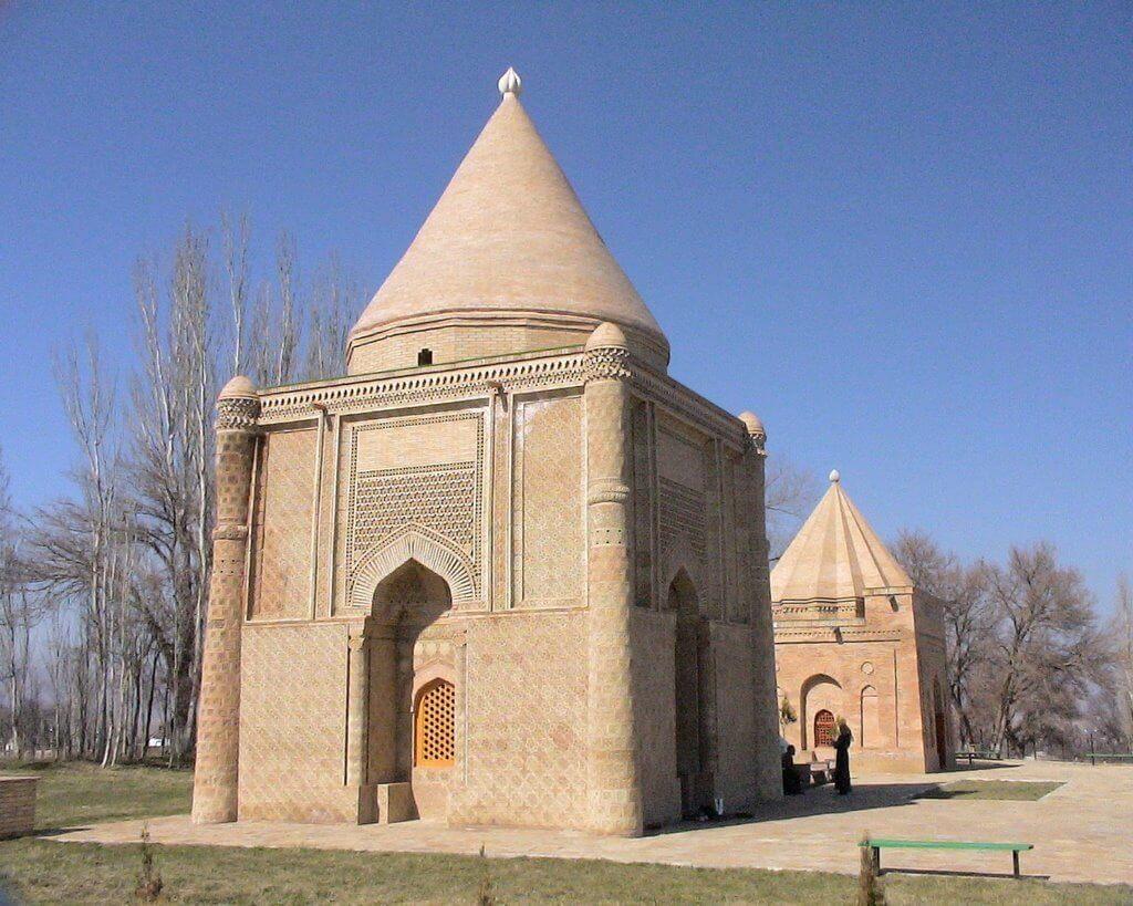 Các lăng mộ Babaji và Aisha Bibi